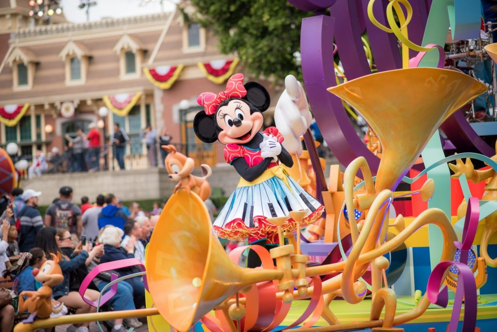 20 Essential Tips on How to Save Money at Disneyland featured by top US Disney blogger, Marcie and the Mouse: Find out how to save money at Disneyland with these Disneyland budget hacks