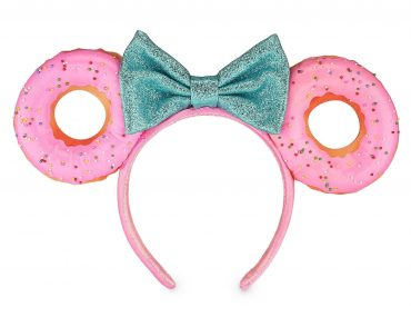 Kids will love wearing this Minnie Mouse donut headband | Top 25 Disney Gift Ideas for Toddlers featured by top US Disney blogger, Marcie and the Mouse