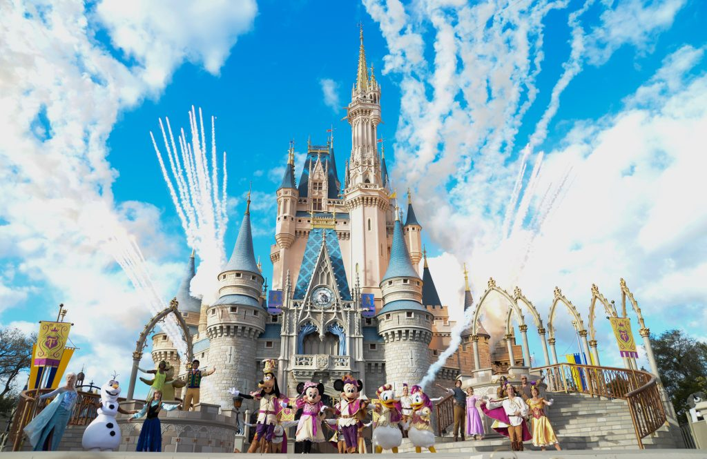 Walt Disney World on a Budget: 7 Essential Tips to Save Money on your Next Vacation featured by top US Disney blogger, Marcie and the Mouse
