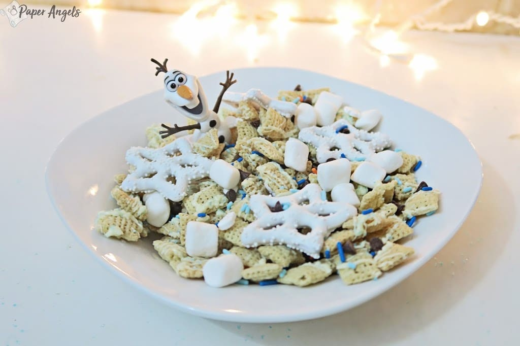 Disney Frozen Treats featured by top US Disney blogger, Marcie and the Mouse: image of Frozen Olaf Snack Mix