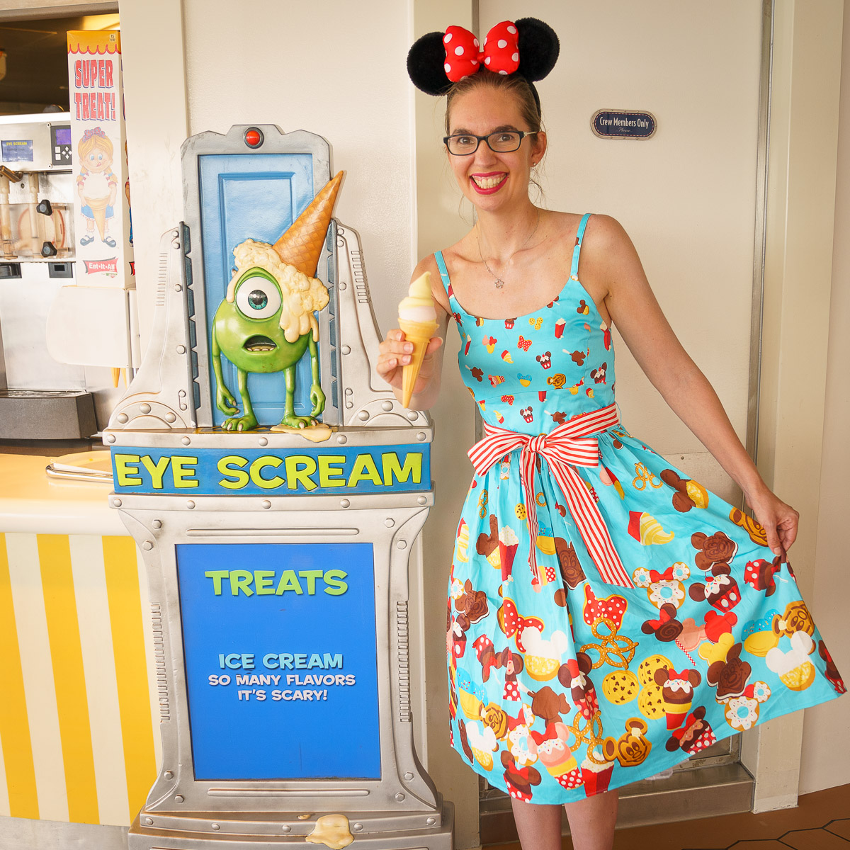 Disney Cruise Tips featured by top US Disney blogger, Marcie and the Mouse: Disney Cruise Line, ice cream cone, Disney Fantasy