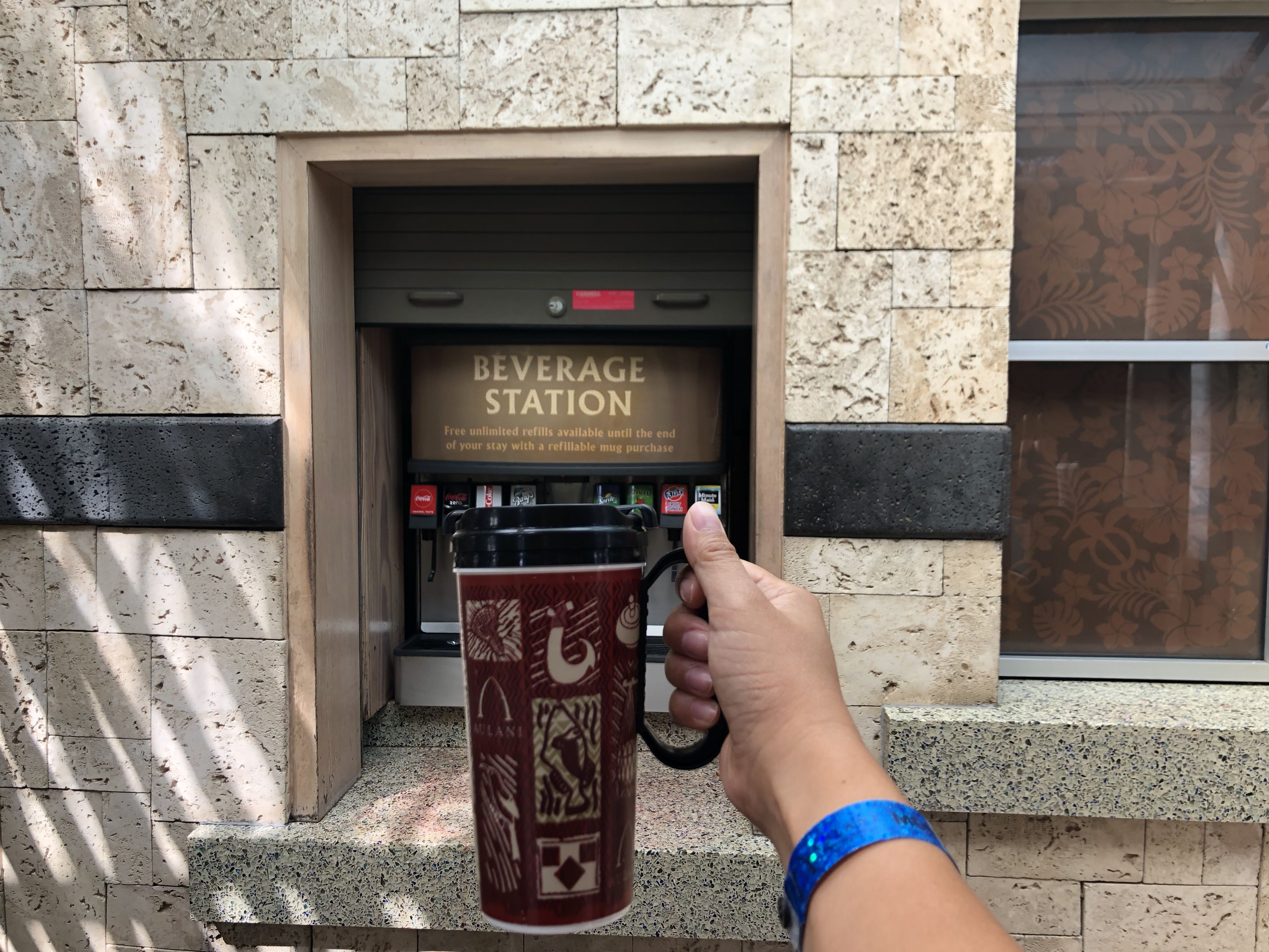 Aulani Resort Dining Guide featured by top US Disney blogger, Marcie and the Mouse: Aulani refillable cup