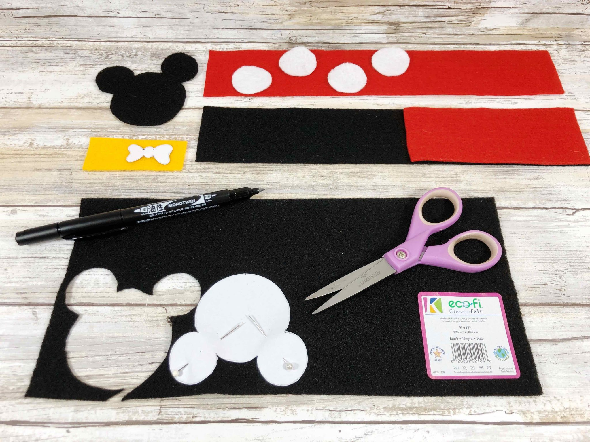 Disney Bookmarks: Mickey and Minnie Felt Craft, a tutorial featured by top US Disney blogger, Marcie and the Mouse.